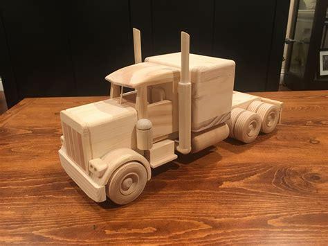 Wooden-Peterbilt-Semi-Truck-Plans