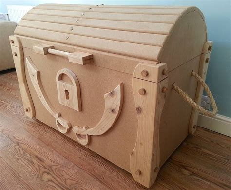 Wooden-Pirate-Toy-Chest-Plans