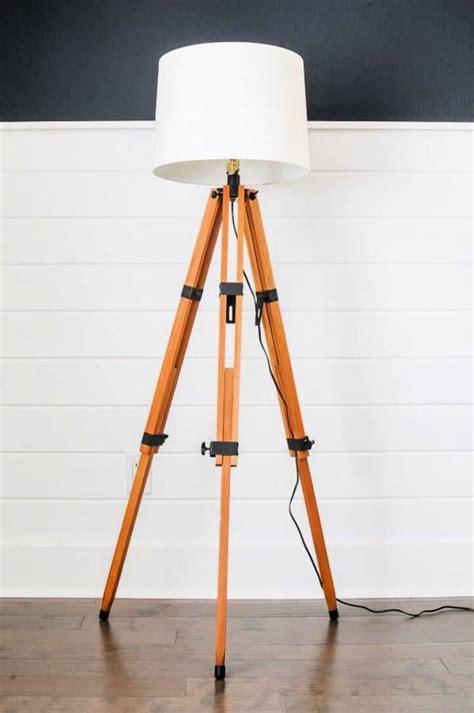 Wooden-Tripod-Floor-Lamp-Diy