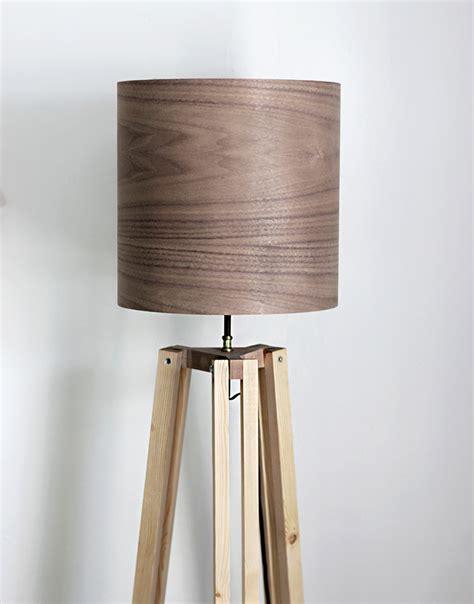 Wooden-Tripod-Lamp-Diy