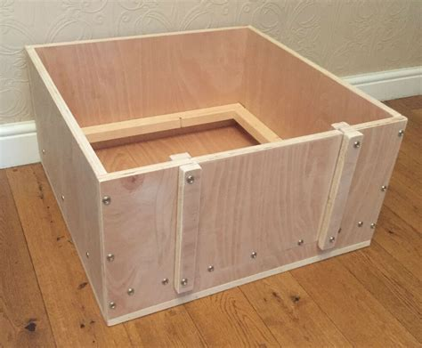 Wooden-Whelping-Box-Plans