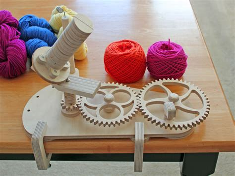 Wooden-Yarn-Winder-Plans