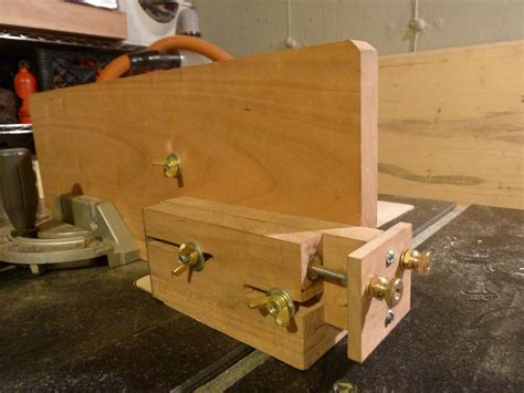 Woodsmith-Plans-For-Their-Homemade-Adjustable-Box-Joint-Jig