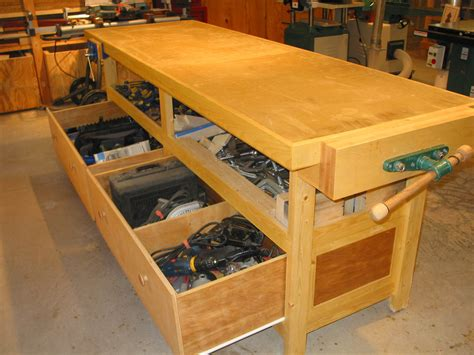 Woodworking-Bench-With-Drawers-Plans