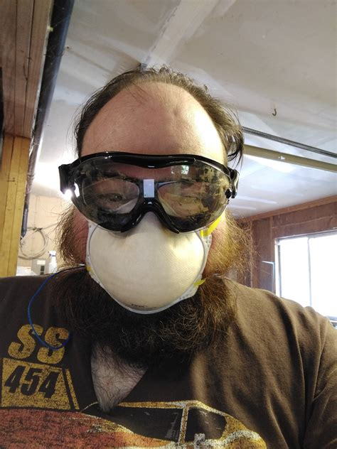 Woodworking-Dust-Mask-For-Beards