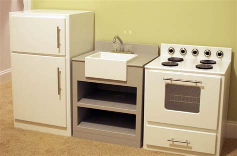 Woodworking-Plans-For-Play-Kitchen