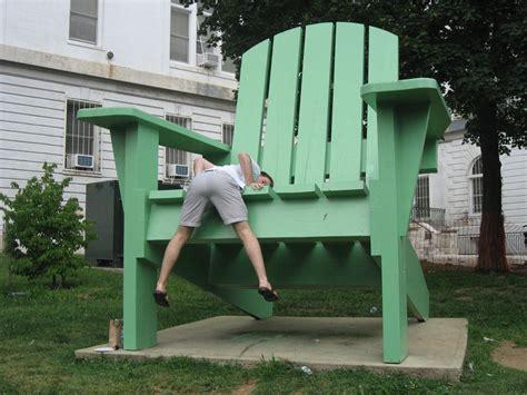 Worlds-Largest-Adirondack-Chair