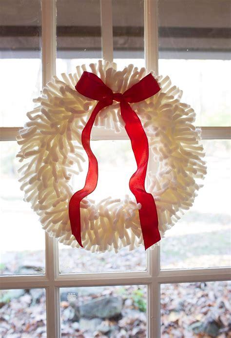 Yarn-Door-Wreath-Diy
