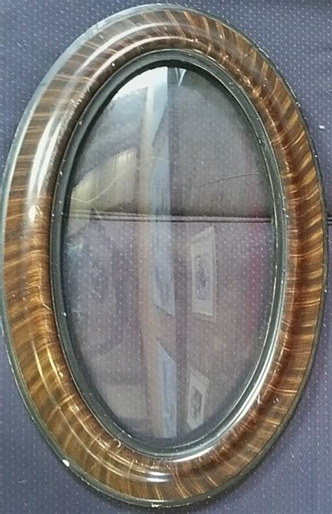 Zelda Glass Frame Drawing Oval
