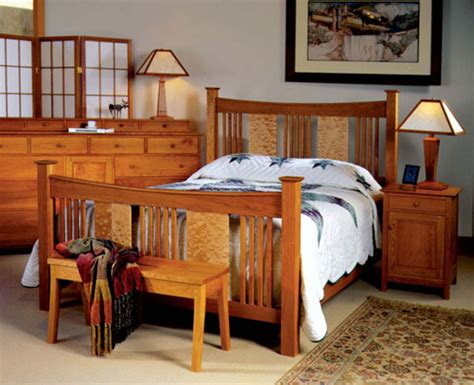Arts and crafts bedroom set Image