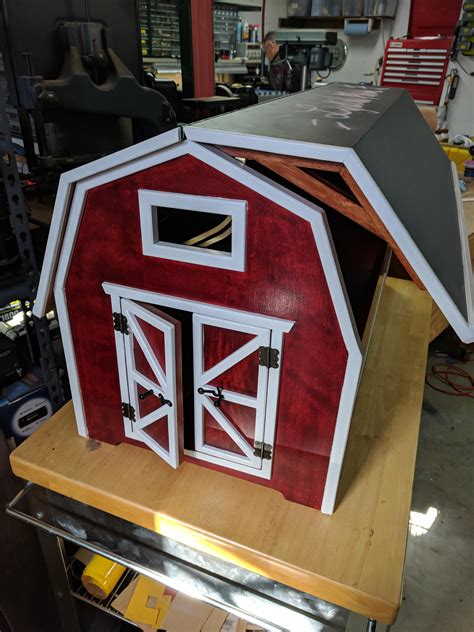 Barn toy chest Image