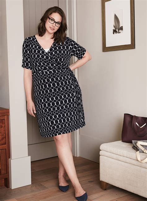 Best dress designs for plus size women Image