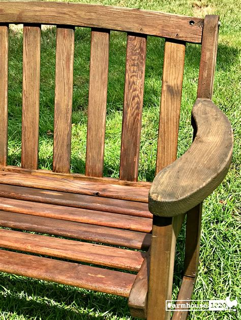 Best way to clean wooden bench Image