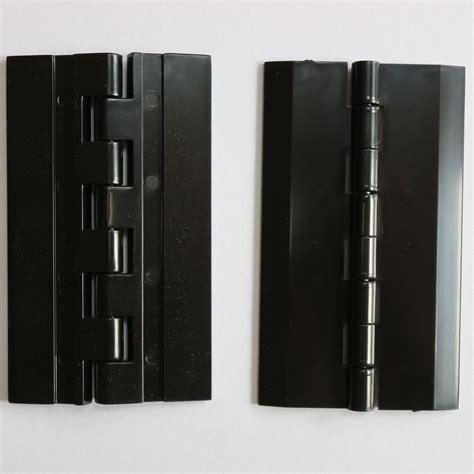 Black continuous hinge Image