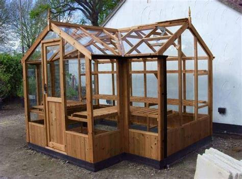 building a wooden greenhouse.aspx Image