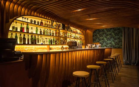 building the ultimate home bar Image
