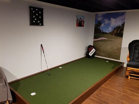 Building an indoor putting green Image