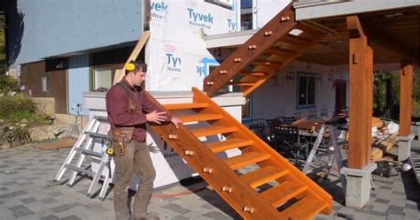 Building wood stairs with no nails Image