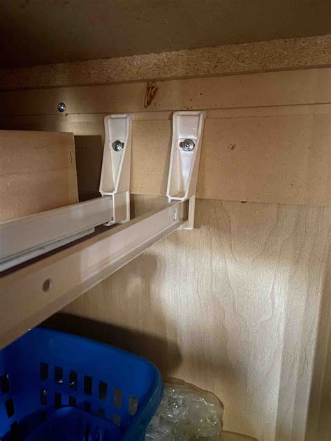 Cabinet drawer rail support brackets Image