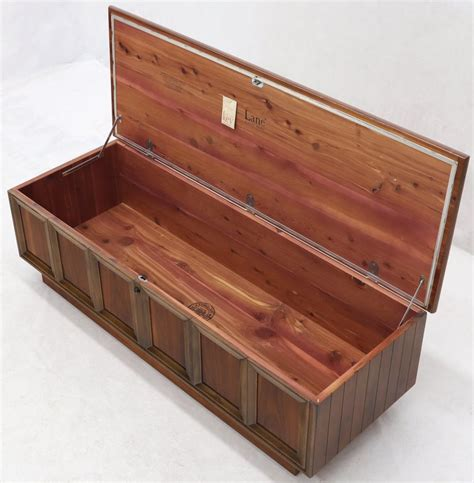 cedar lined hope chest Image
