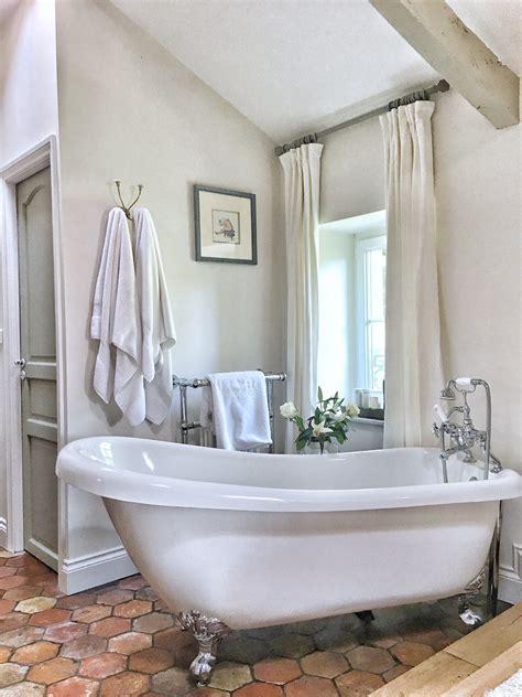 Classic White Bathroom Design And Ideas
