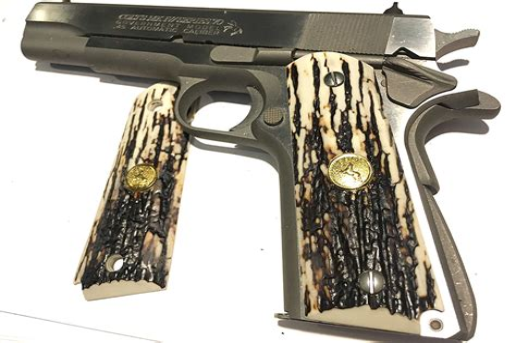 Colt 1911 Comander Grips