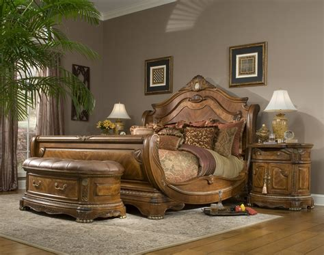 Cortina Sleigh Bed