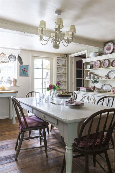 Country Cottage Dining Room Design Ideas