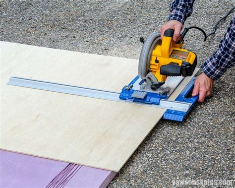 Cut straight with circular saw Image