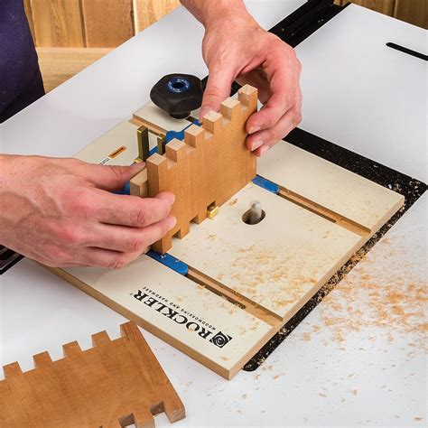 Cutting box joints with a router Image