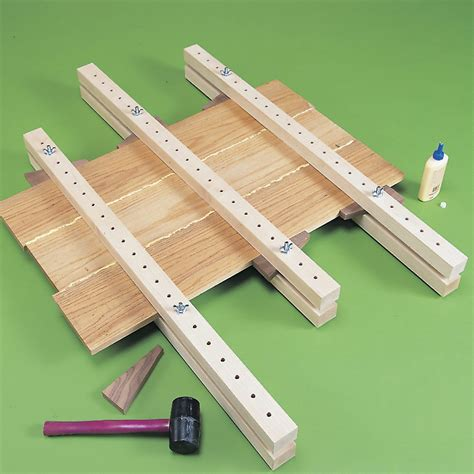 Edge gluing clamps Image