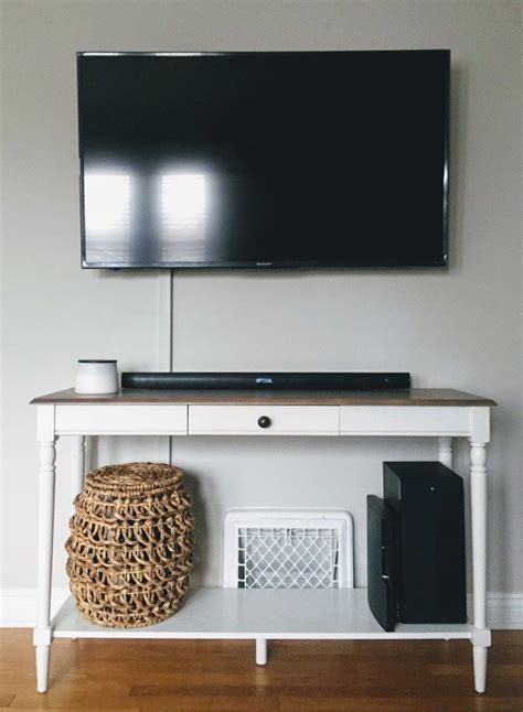 Hiding wires when mounting tv Image