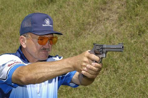 How Jerry Miculek Grip A Pistol