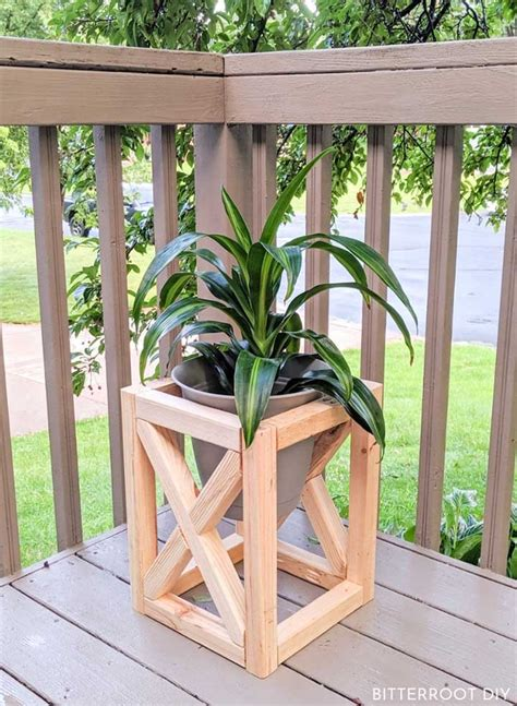how to build an outdoor plant stand.aspx Image