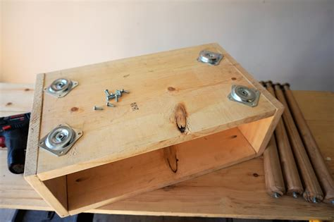how to build your own nightstand.aspx Image