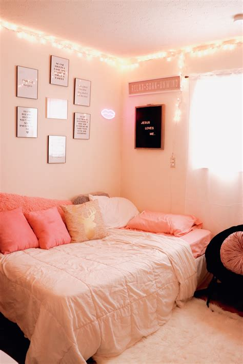 How To Decorate A Small Bedroom Interiors Inside Ideas Interiors design about Everything [magnanprojects.com]
