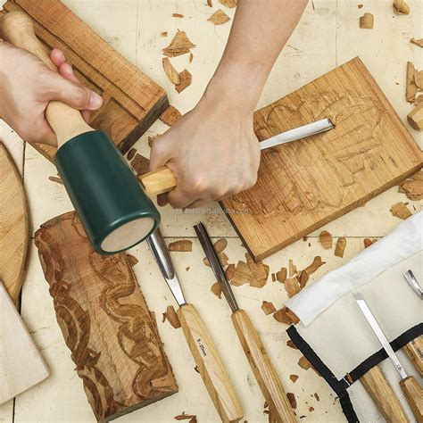 how to use wood chisels for carving.aspx Image