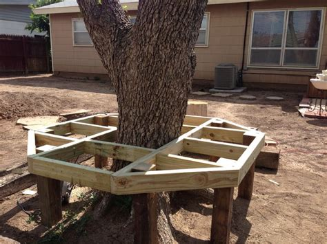 How to build a bench around a tree Image