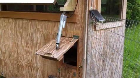 How to build a chicken coop automatic door Image