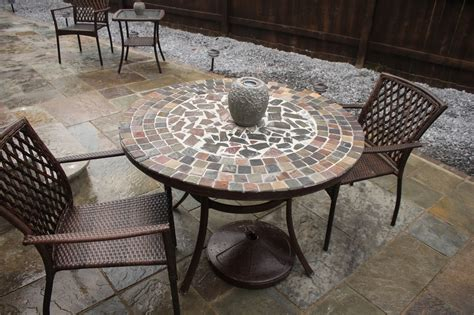 How to build a patio table with stones Image