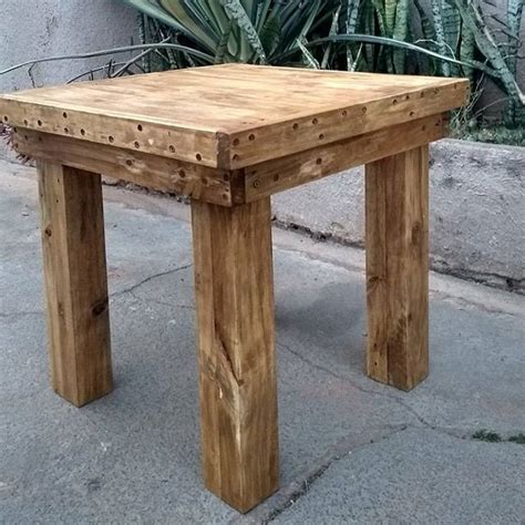 How to build a small table Image