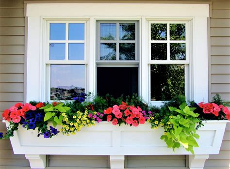 How to build a window planter box Image