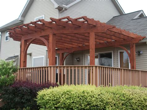 How to build an arbor on existing deck Image