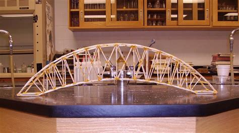 How to build an arch bridge out of toothpicks Image