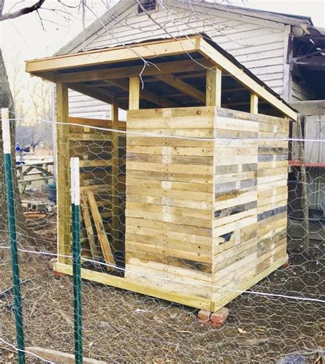 How to build chicken coop pallets Image