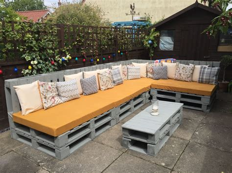 How to build patio furniture with pallets Image