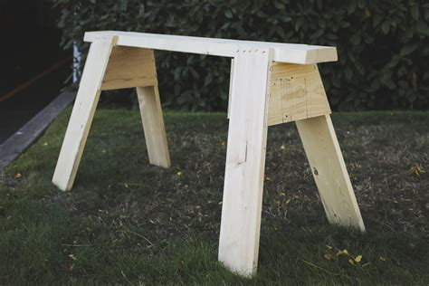 How to build sawhorses out of wood Image