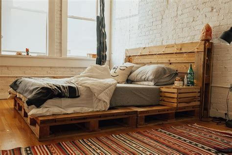 How to make a queen size pallet bed frame Image