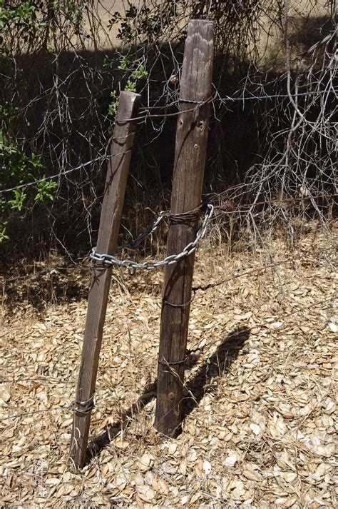 How to make a simple wire gate Image