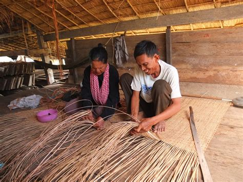 How to make a wicker chair Image